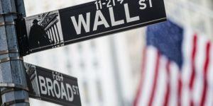 Указатель улицы на Wall Street