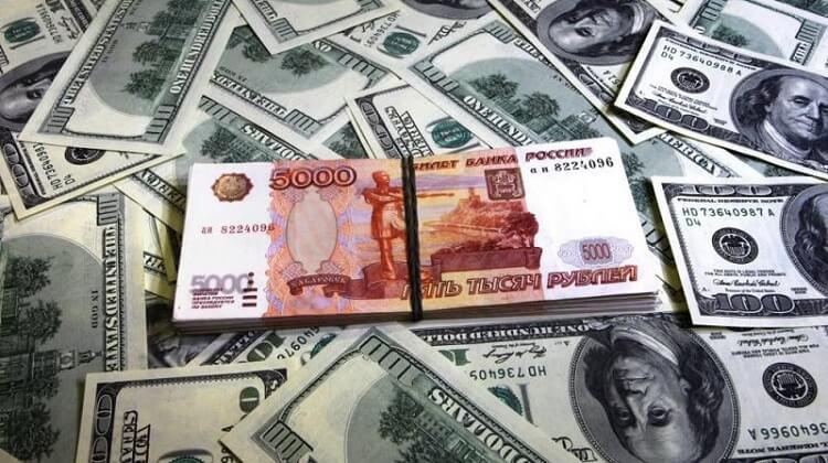 купюры доллара и рубля